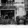 Wyjazd na narty sprzed dworu (ok. 1930) - Archiwum Łukasza Piroga
