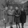 Gimnazjalistki (1947): L. Jurusik, L. Ślusarz, B. Taszakowska, C. Resiuła - Archiwum Wiktora Bubniaka