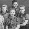 Gimnazjalistki (1947): C. Resiuła, B. Taszakowska, L. Ślusarz, K. Skotnicka, L. Jurusik, M. Wałęga - Archiwum Wiktora Bubniaka