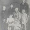 Rodzina Ryderowiczów z Bednarskiego (1922): z lewej Jakub Goleń, Helena i Stanisław Ryderowicz oraz dzieci - Archiwum Genowefy Knapik