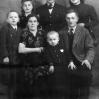 M. Sinda, B. Trzaskoś, J. Bolek, M. Sinda, L. Sinda, R. Sinda i J. Sinda (ok. 1950 r.) - Archiwum Mariana Sindy