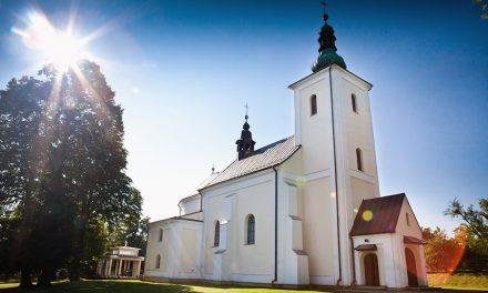 Niedzielna msza wstarym kościele wLipinkach