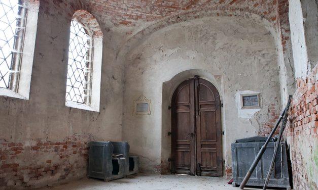 Kaplica cmentarna Straszewskich nastarym cmentarzu wLipinkach