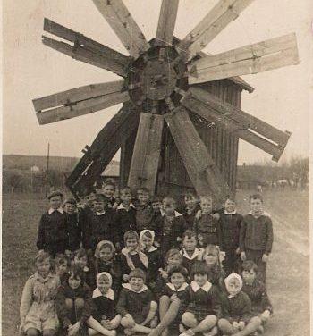 Stary drewniany wiatrak wLipinkach