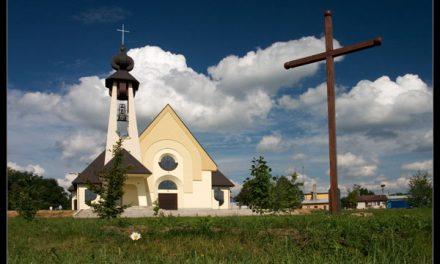 Nowy kościół wLipinkach latem 2005 roku