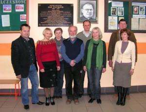 Członkowie Lokalnej Fundacji Oświatowej wLipinkach zPrezesem Stanisławem Brzegowskim