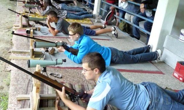 Zawody strzeleckie iImiejsce drużyny Gimnazjum wLipinkach