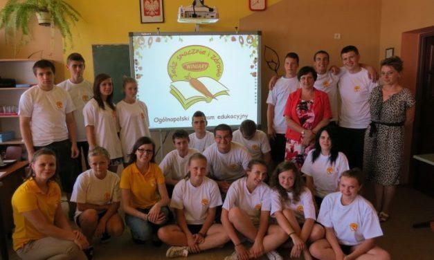Gimnazjum wLipinkach otrzymało nowoczesną tablicę multimedialną