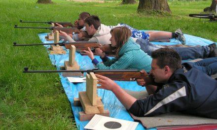 Zawody strzeleckie wzabytkowym parku wLipinkach