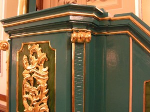 Zabytkowa ambona starego kościoła