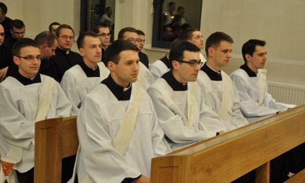 Diakoni Diecezji Rzeszowskiej rozpoczynają praktykę wparafiach