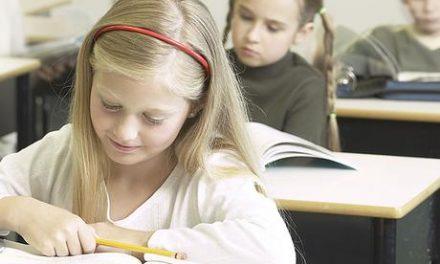 """Wsparcie zprojektu """"Pierwszy dzwonek"""" dla uczniów zrodzin wielodzietnych. Złóż wniosek!"""