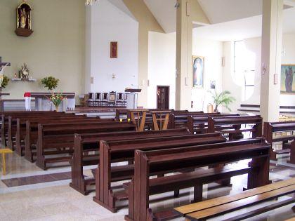 Nowy kościół wLipinkach ma już nowe ławki