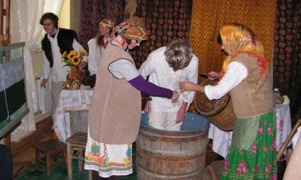 Kiszenie kapusty wWarsztacie Terapii Zajęciowej wLipinkach