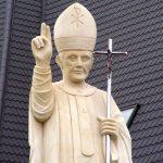 Drugie życie nieudanej figury Jana Pawła II