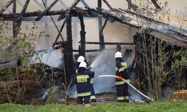 Pożar wRozdzielu. Spłonął budynek gospodarczy