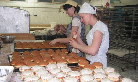 Piekarnia Pyszotka piecze 40 tysięcy pączków