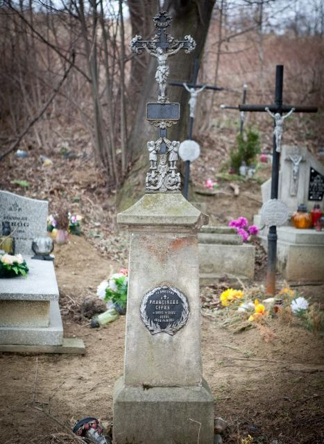 Dwunastu gniewnych porządkowało stary cmentarz wLipinkach