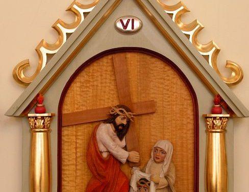 Droga Krzyżowa wzabytkowym kościele wLipinkach