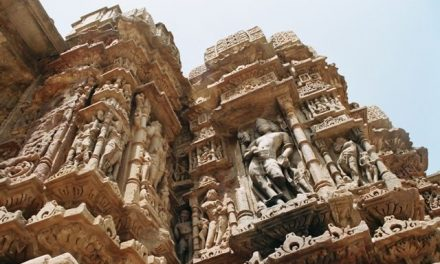 Wcieniu indyjskich świątyń