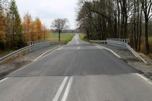 Poprawiony most napotoku Świniarki wKrygu