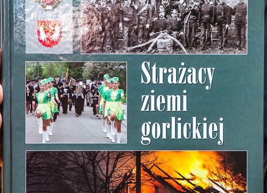 """Monografia """"Strażacy Ziemi Gorlickiej"""" zaprezentowana wGorlicach"""