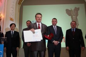 """Wójt Czesław Rakoczy zwyróżnieniem """"Inwestor namedal 2013"""""""