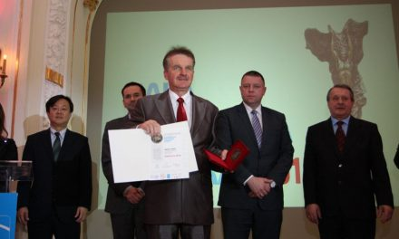 """Nagroda """"Inwestor namedal 2013"""" dla Gminy Lipinki iWójta Czesława Rakoczego /galeria/"""