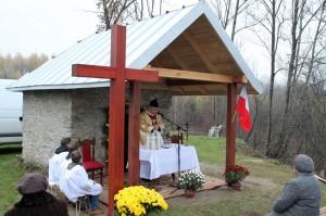 Ks. proboszcz Wacław Śliwa odprawia mszę świętą przedkapliczką św.Marcina
