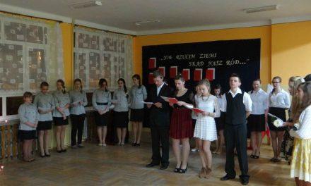 Wieczór Pieśni Patriotycznych wPublicznym Gimnazjum wKrygu