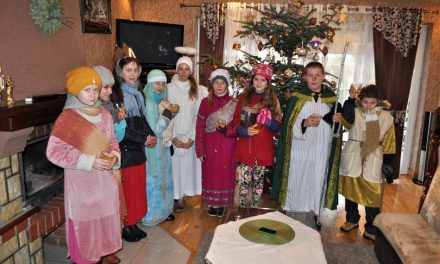 Kolędnicy misyjni odwiedzili domy mieszkańców parafii Lipinki