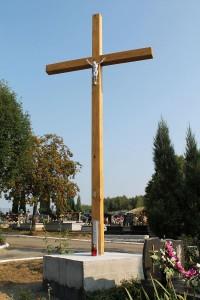 Nowy krzyż nacmentarzu komunalnym