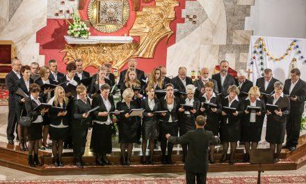 Lipiński chór CANTATE DOMINO podbił serca słuchaczy IV Przeglądu Chórów Parafialnych wSzymbarku