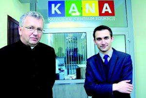 Ks. Jan Krupa (zlewej) - fot.Grzegorz Brożek (Tarnowski Gość Niedzielny)