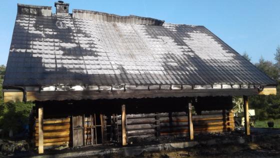 WKorczynie spłonął drewniany dom. Prosimy opomoc wodbudowie