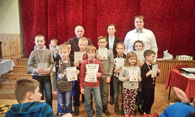 Dobry występ młodych lipińskich szachistów ipodium Krzysztofa Kusiaka wWiśniowej