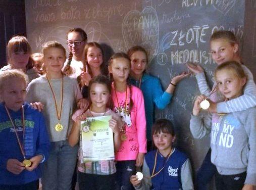 Złote biegaczki zLipinek: sztafeta dziewcząt iPaulina Kicilińska
