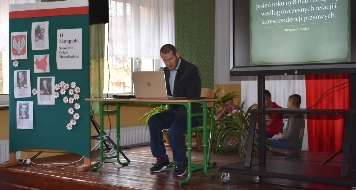 Krzysztof Kusiak wHańczowej zprelekcją oNiepodległej