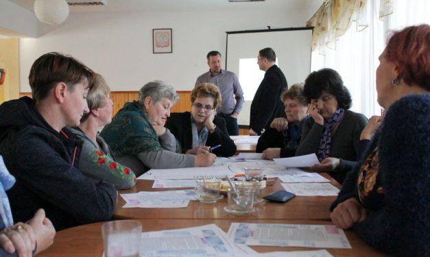 WLipinkach dyskutowali olokalnych problemach iinicjatywach obywatelskich
