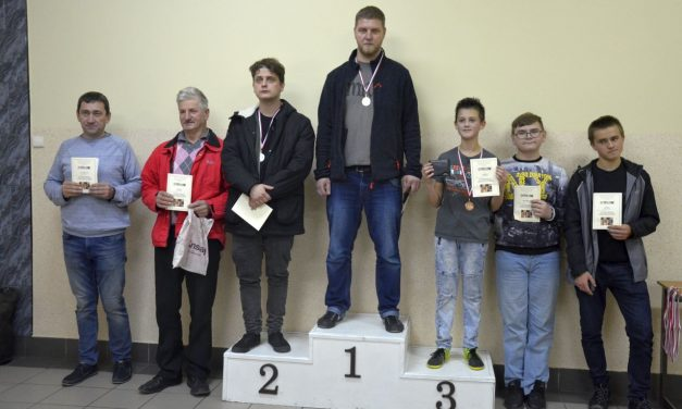 Bartłomiej Chmaj zGorlic zwycięzcą Turnieju Szachowego oPuchar Prezesa ULKS Lipinki