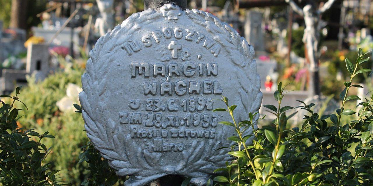 Oddziś cmentarze zamknięte! Wczoraj mieszkańcy gminy Lipinki tłumnie nawiedzali groby bliskich