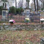 Stary cmentarz wLipinkach: 100 chryzantem w102. rocznicę odzyskania Niepodległości