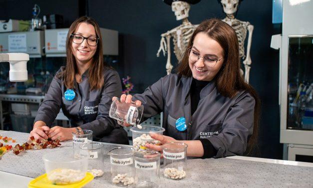 Uczniowie Szkoły Podstawowej wWójtowej eksperymentowali we-Laboratorium Centrum Nauki Kopernik wWarszawie