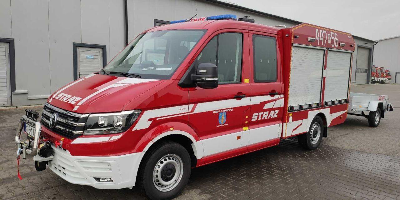 Nowy wóz strażacki zaparkował wremizie OSP Lipinki
