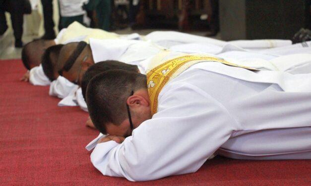 Kongregacja Księży Dziekanów iBpJan Wątroba reagują nadrastyczny spadek liczby powołań wdiecezji rzeszowskiej