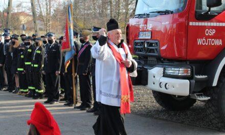 Uroczystość poświęcenia nowego wozu strażackiego dla OSP Wójtowa